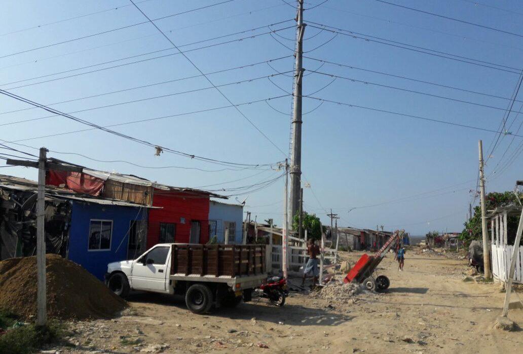 Ediles de la Localidad dos,  preocupados por el cableado de alta tensión en la Vía Perimetral