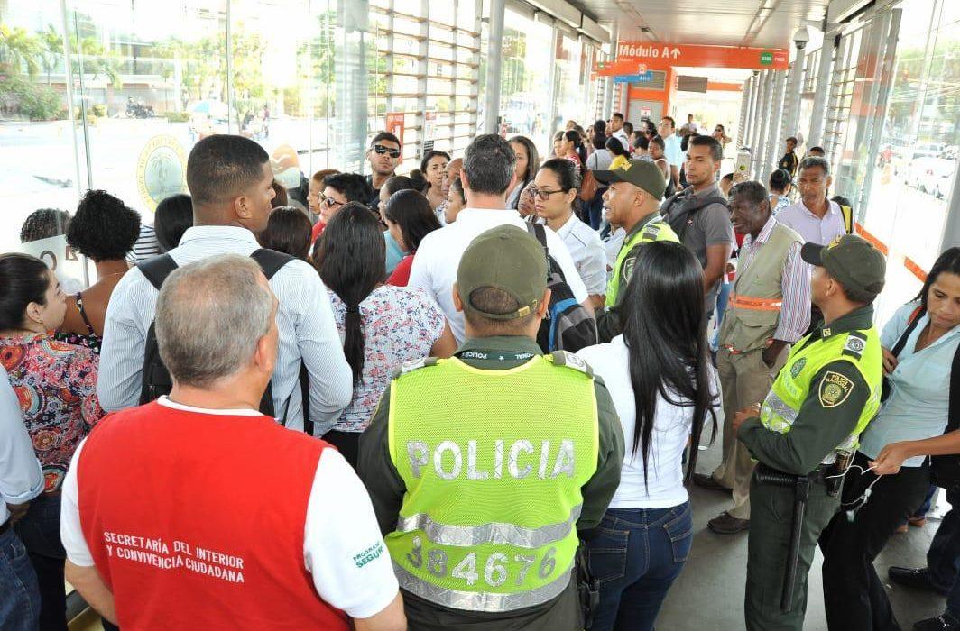 realizan controles de seguridad en las estaciones de Transcaribe