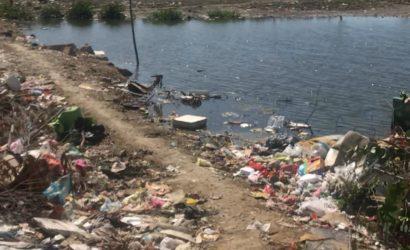 Habitantes del sector Playa Blanca de Olaya construyen sobre la Ciénaga de la Virgen