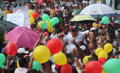 Miles de personas acompañaron a William García a inscribirse como candidato a la alcaldía