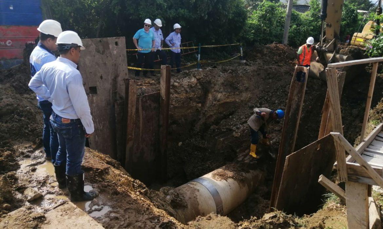 Daño de tubería en Albornoz afecta el suministro de agua potable al 60% de la ciudad