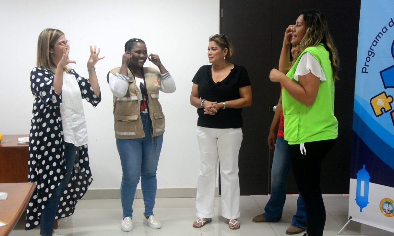 Por un sistema inclusivo, colaboradores aprenden Lenguaje de Señas Colombiano