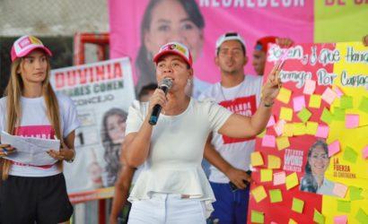 """""""Vamos a triplicar el fondo educativo Bicentenario porque los jóvenes necesitan más oportunidades"""": Yolanda Wong Baldiris"""