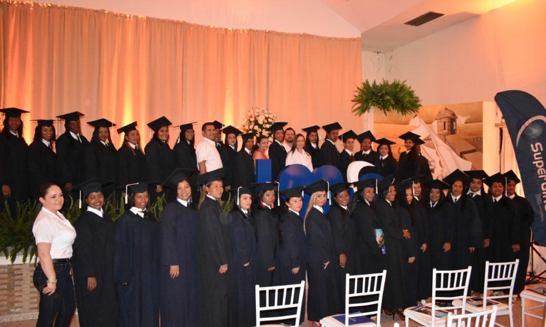 El SENA, en convenio con SuperGIROS, graduaron a 62 mujeres en Técnica de Venta de Productos y Servicios