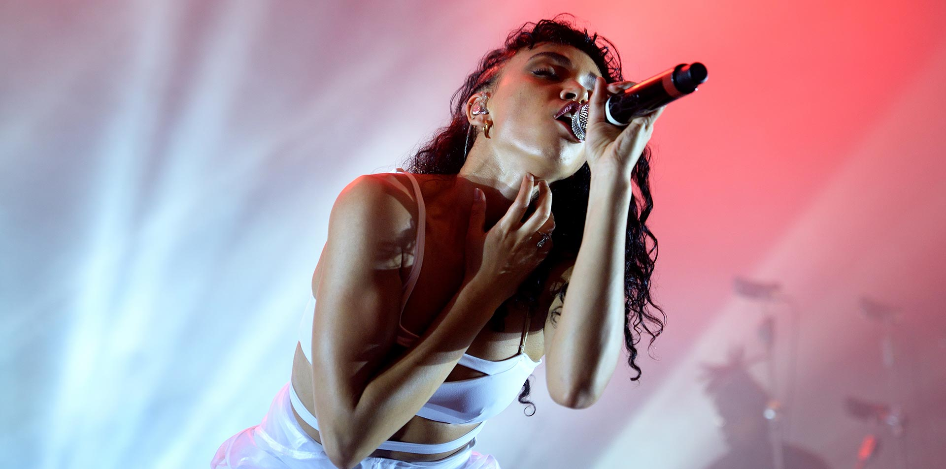 Photo of Rihanna Has the No. 1 Album Again, Arcade Fire Bumped From Top 10
